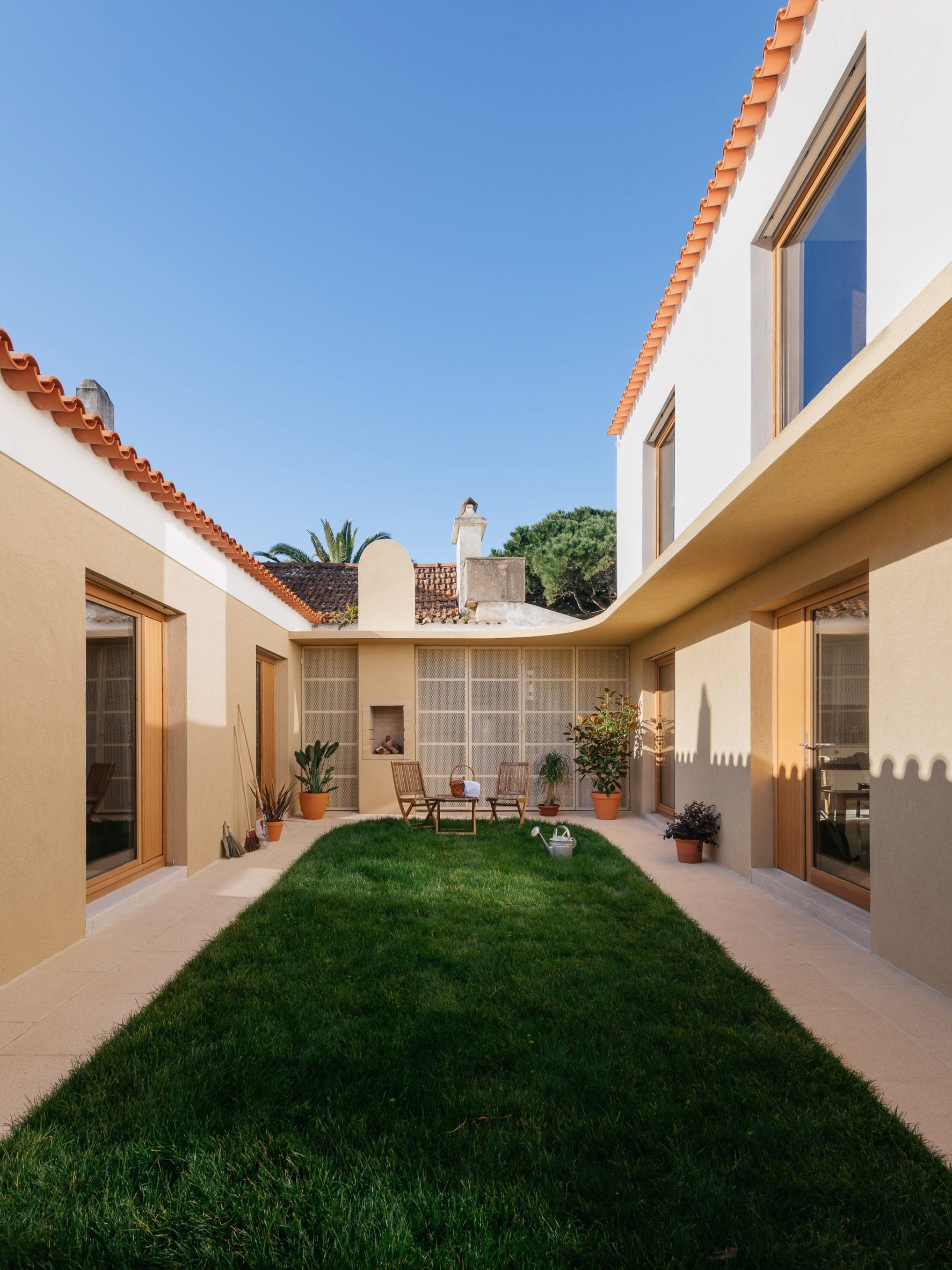 Courtyard in Puppeteers House by REDO Architects
