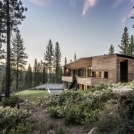 Viewfinder House by Faulkner Architects faces vista of California's Pacific Crest