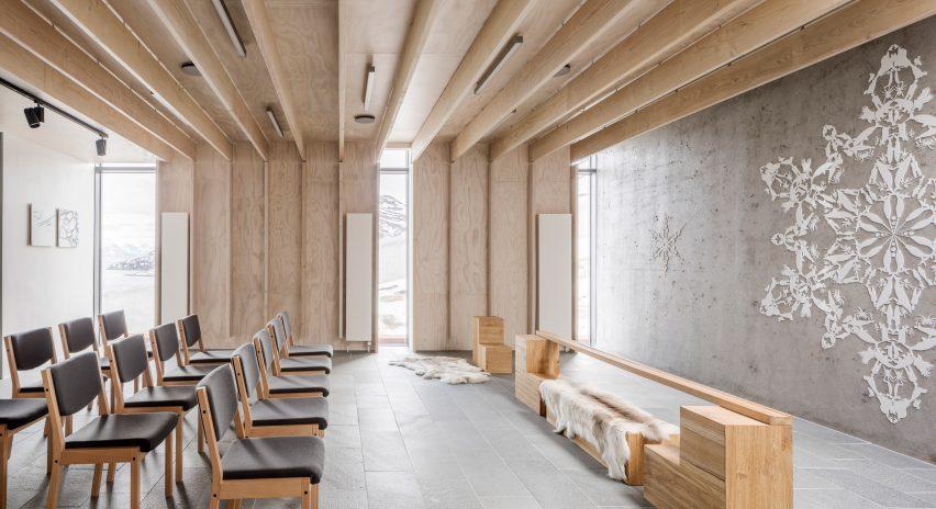 Ruang kayu dan beton di dalam penjara Anstalten