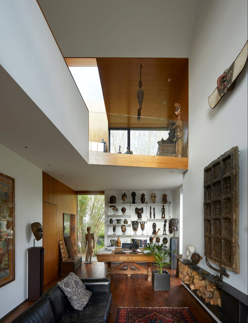 Double-height gallery in the Windward House by Allison Brooks Architects