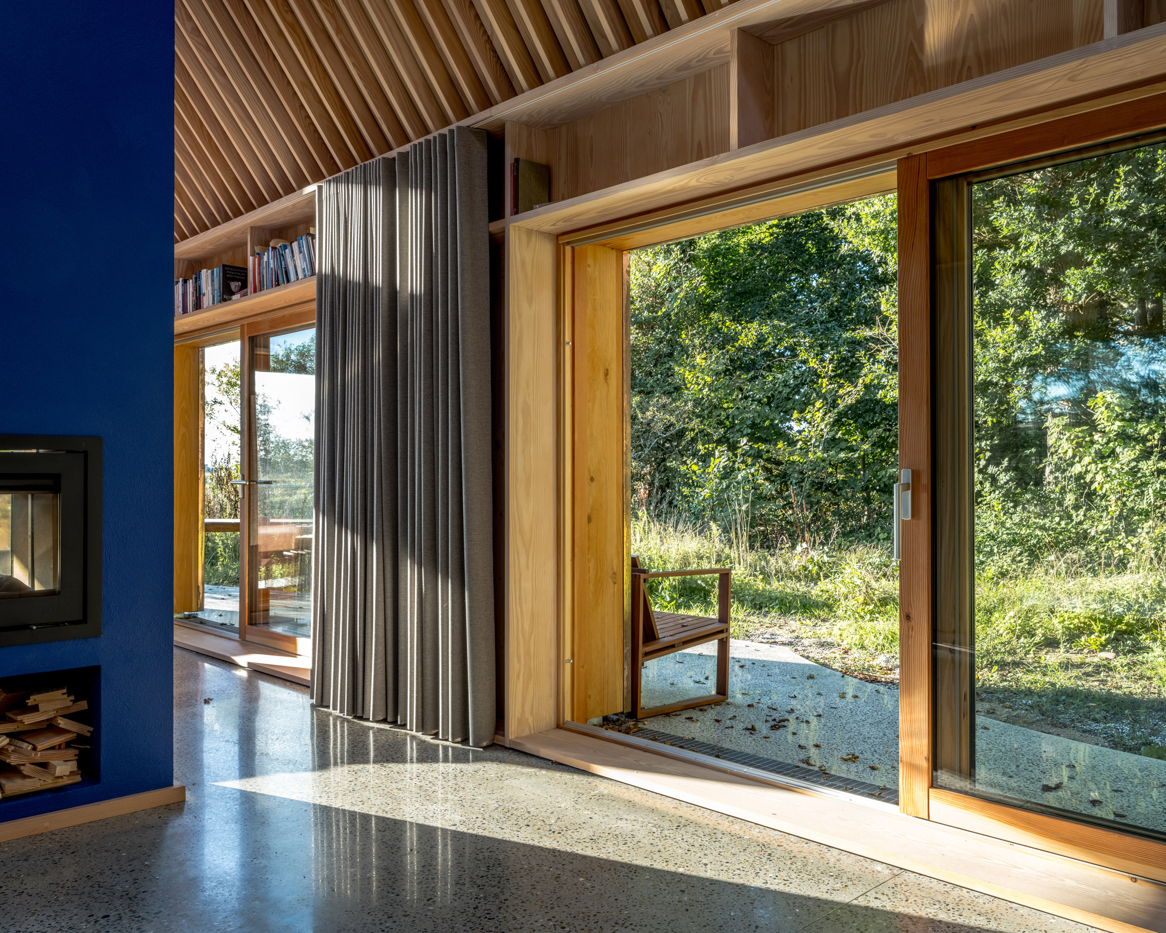 Large sliding doors in The Author's House by Sleth
