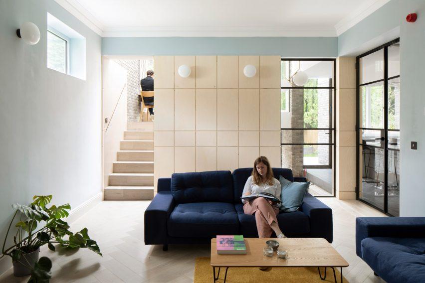 Living room in Bravura House by Selencky Parsons