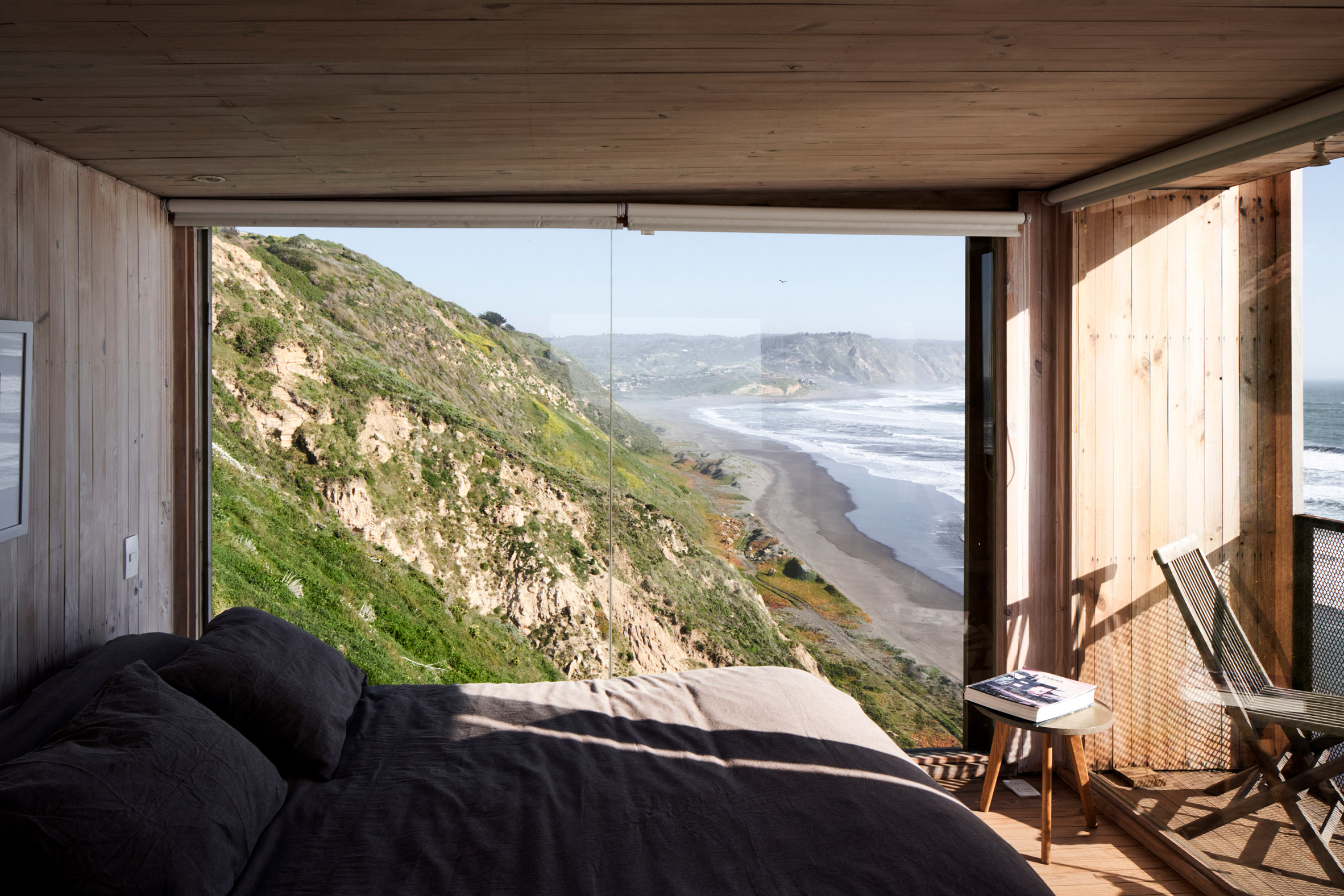cabin overlooking the sea by Croxatto and Opazo Architects