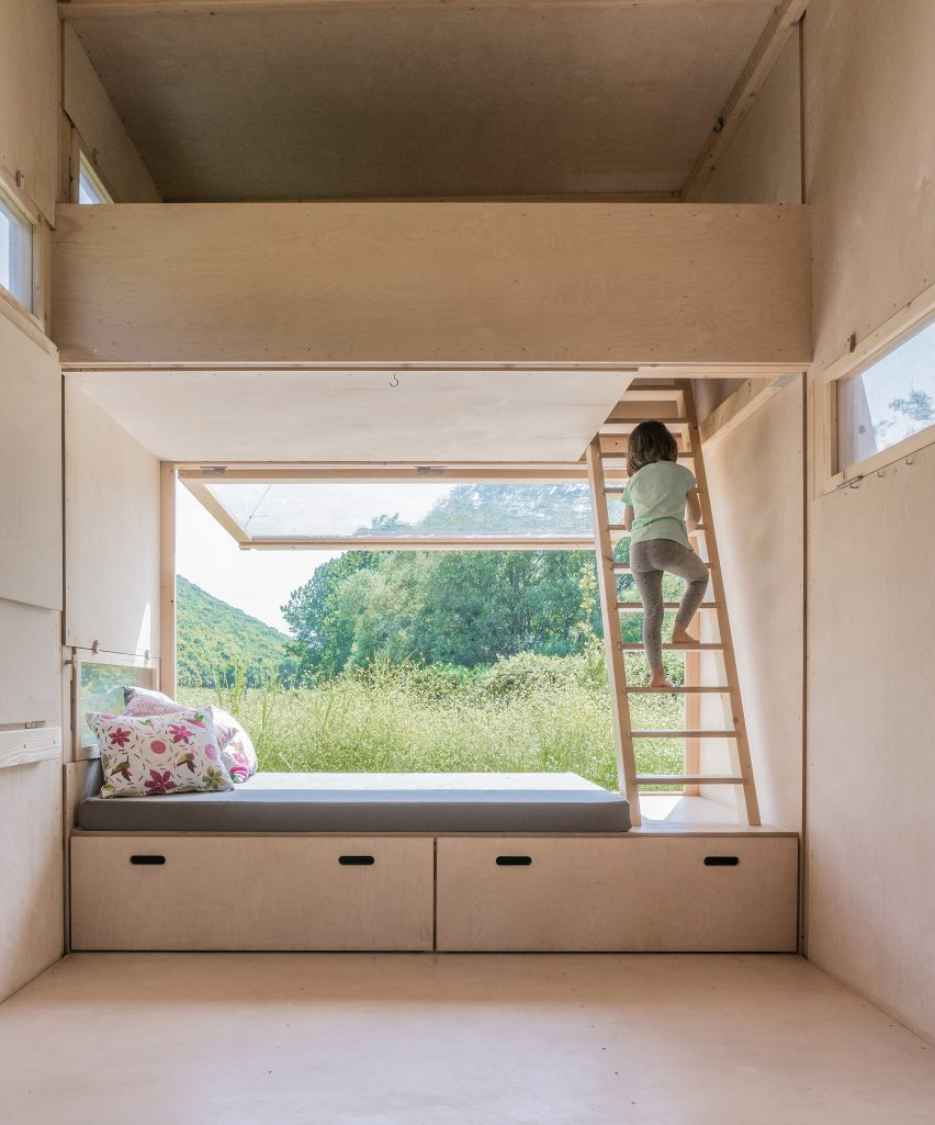 Cabin bedroom with polycarbonate wall of so?