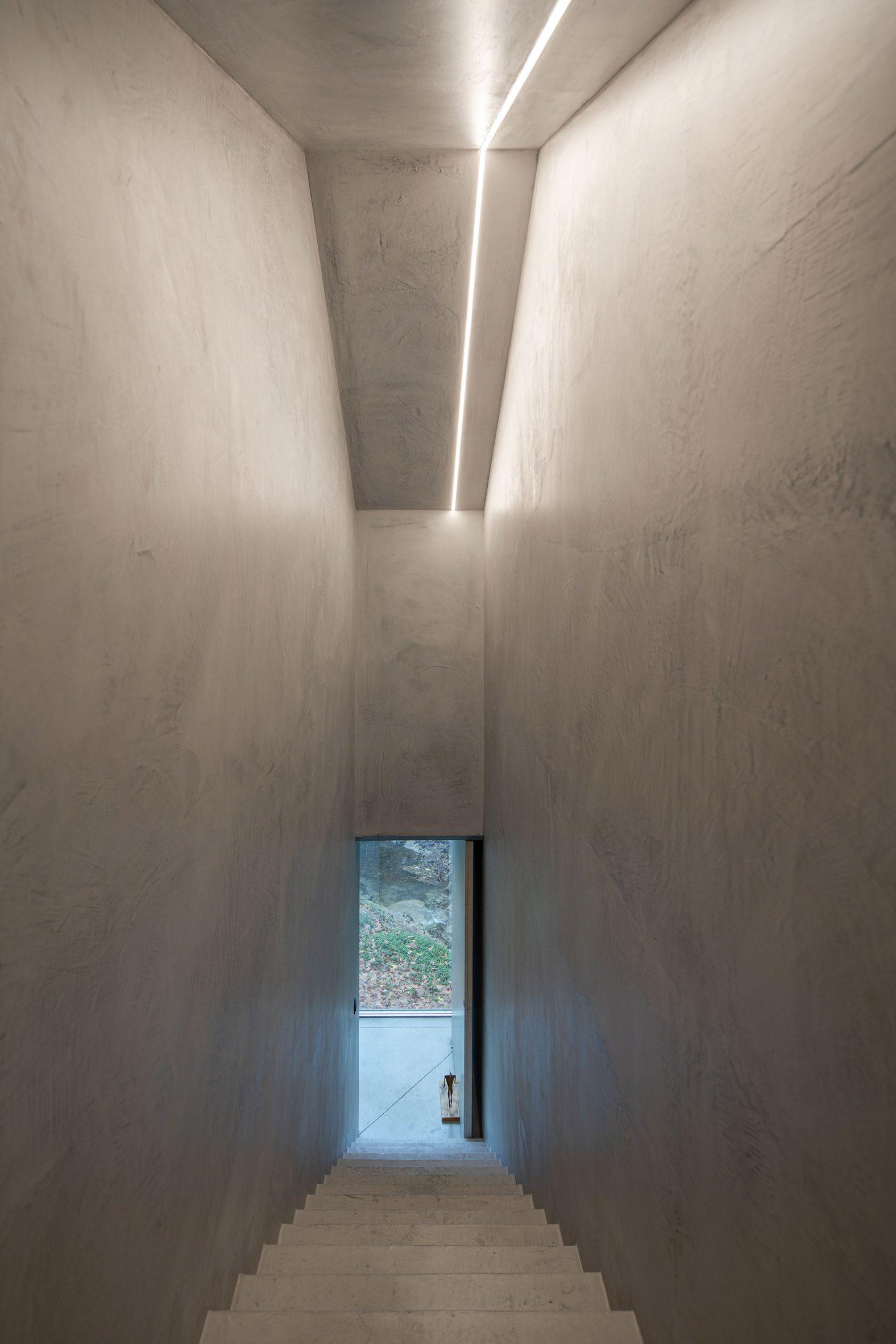 A corridor at Casa na Caniçada leads between levels