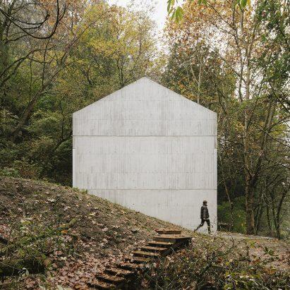 Casa na Caniçada has a blind wall
