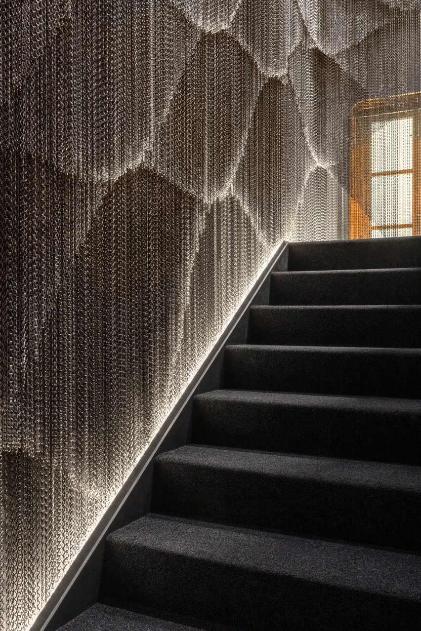 A metal-mesh wall