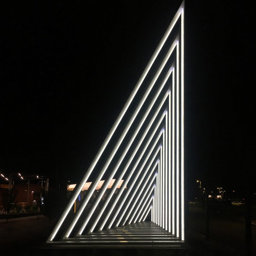 Current light sculpture on the Hudson responds to movements of passersby