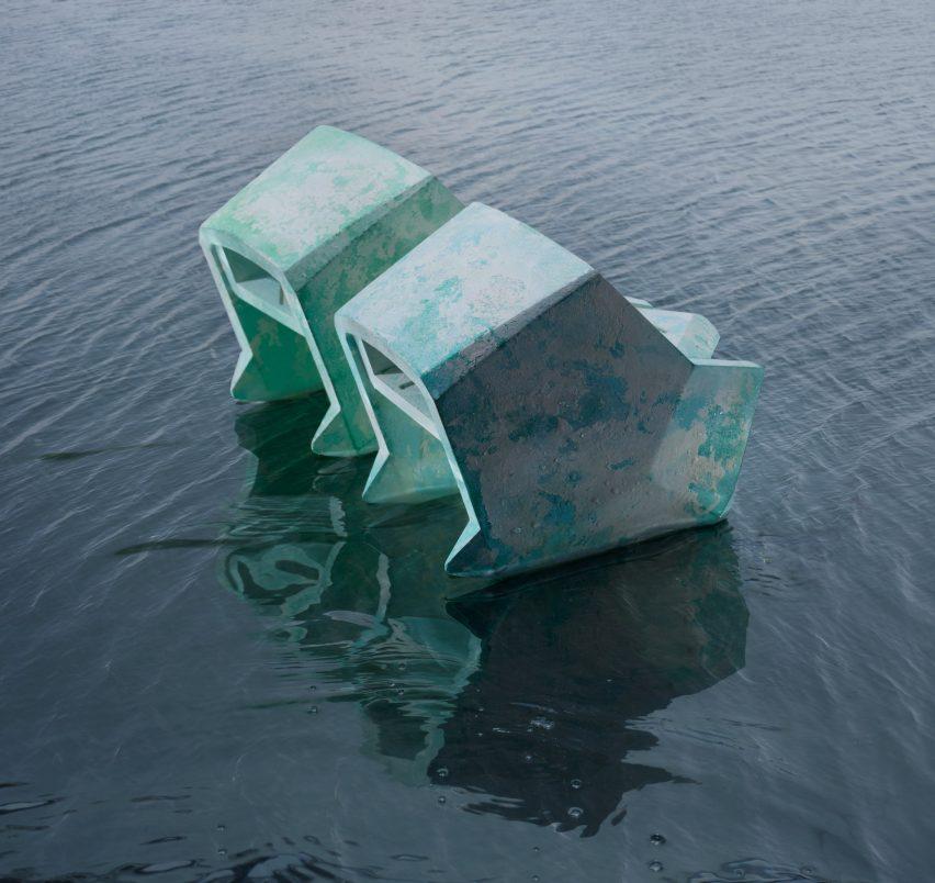 Sepatu Hak Venezia di dalam air