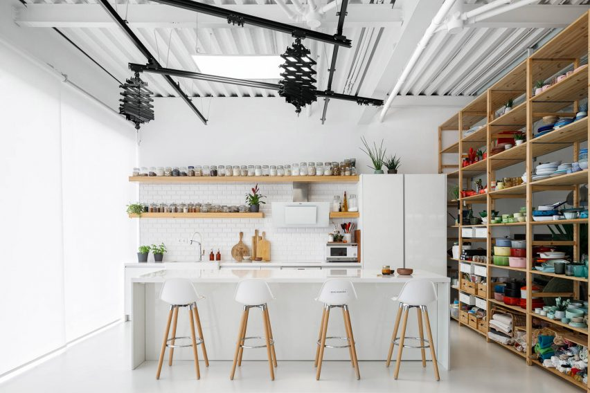 Photography studio in E-goi and Clavel's Kitchen by Paulo Merlini Architects
