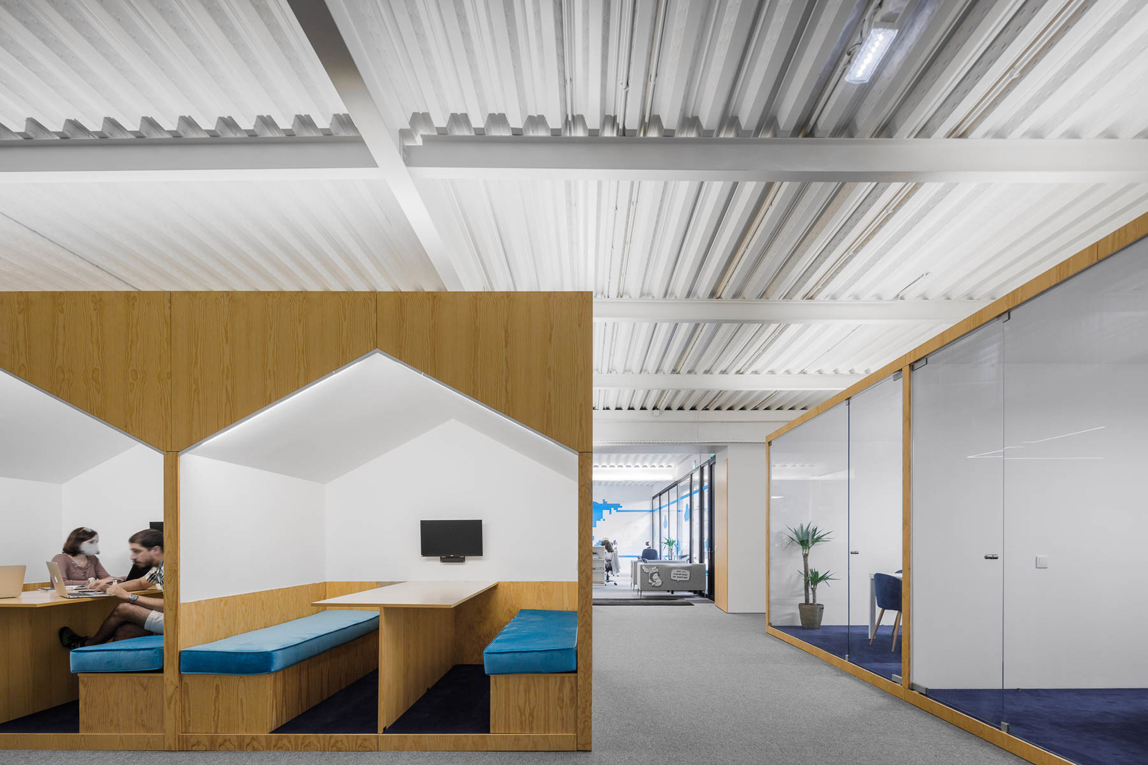 Wooden boxes organise layout of E-goi and Clavel's Kitchen office by Paulo Merlini Architects