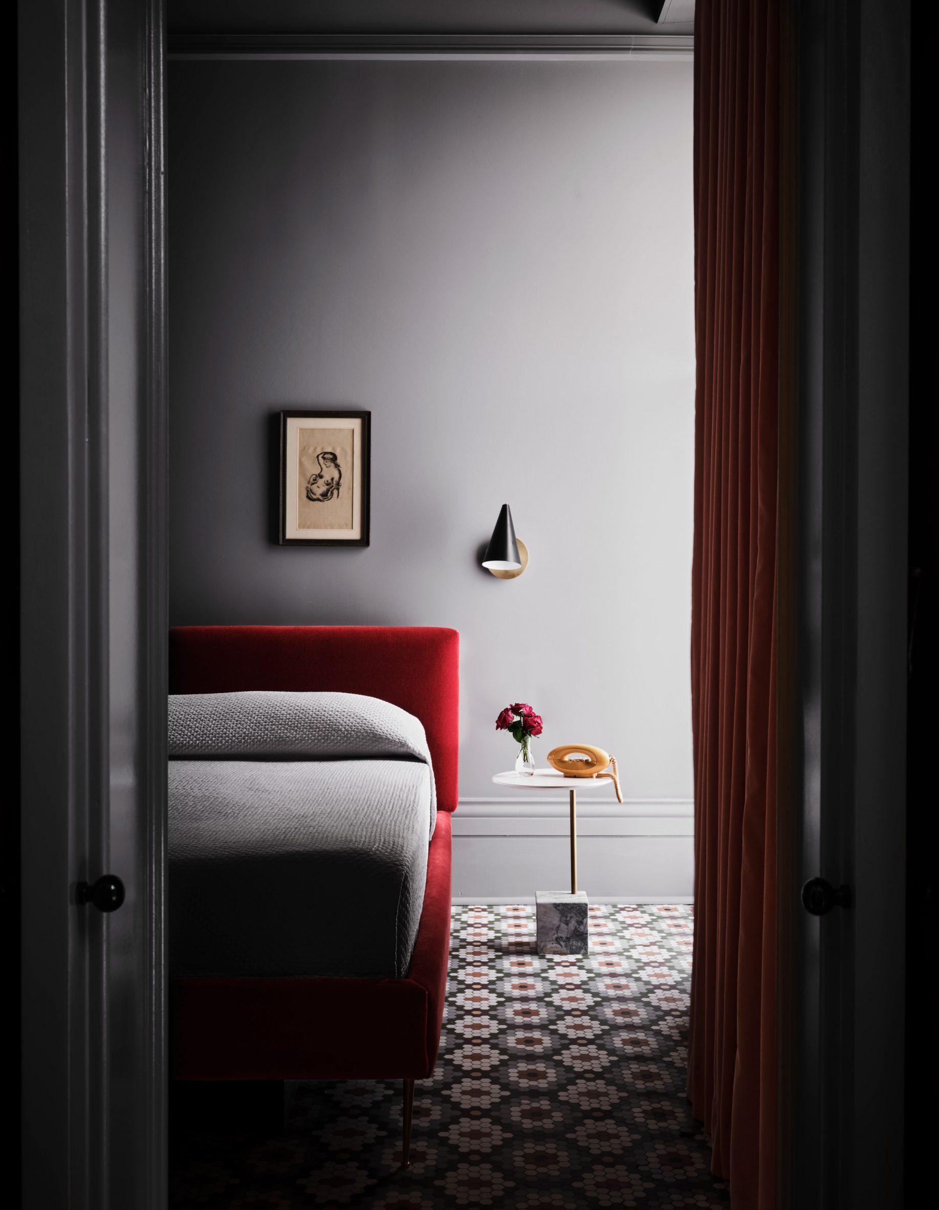 Dark grey guest room of Hotel Saint Vincent