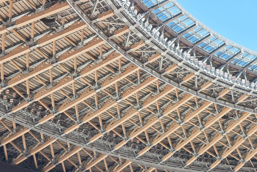 Struktur atap kayu dan baja