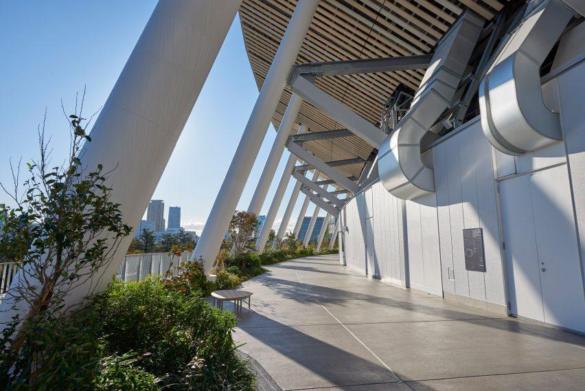 Jalan setapak di luar Stadion Nasional Jepang