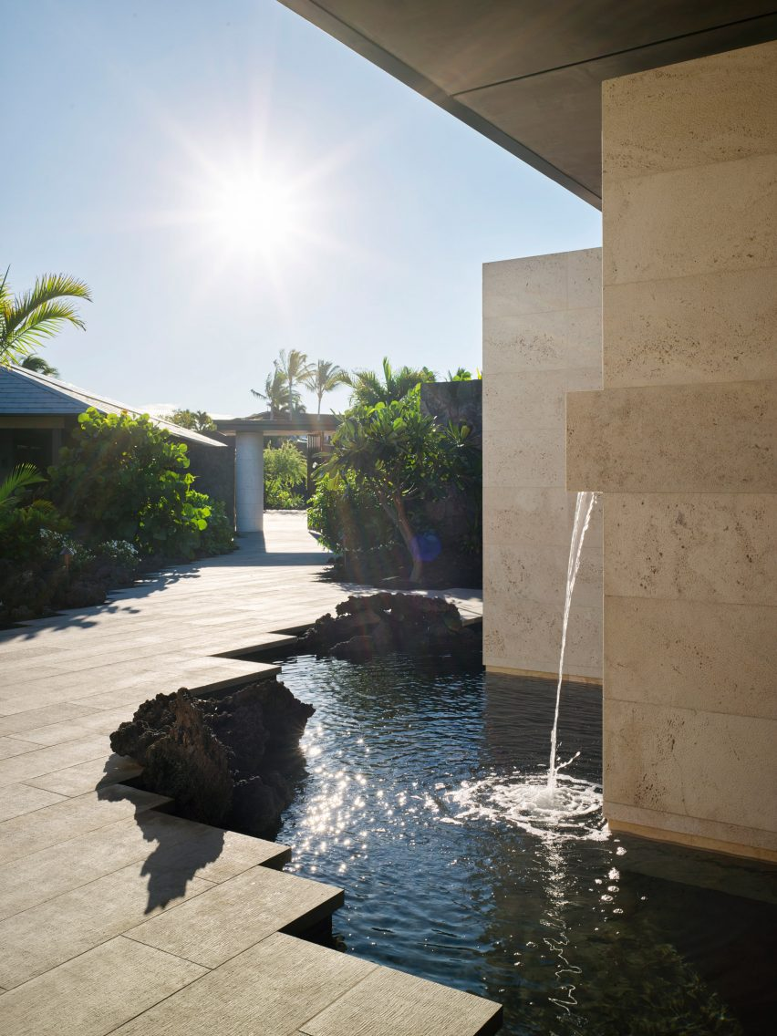 de Reus Architects inserted a water feature into the house