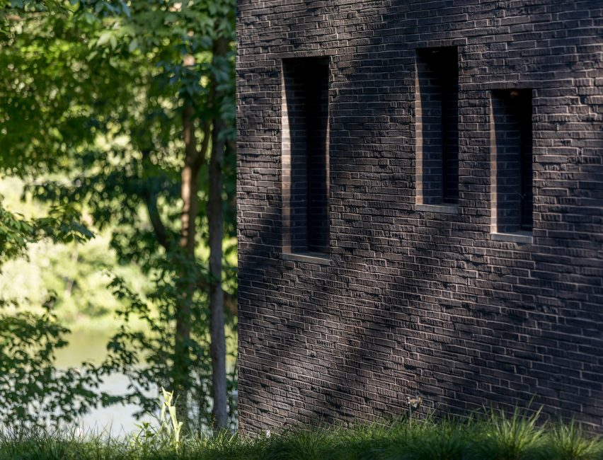 Desain perumahan eksterior bata hitam Princeton NJ