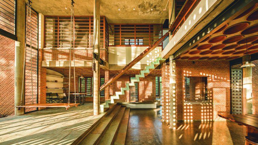 Wall House architects residence interior with by Anupama Kundoo