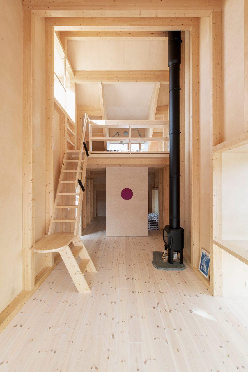 Gartnerfuglen Arkitekter construiu um mezanino de madeira