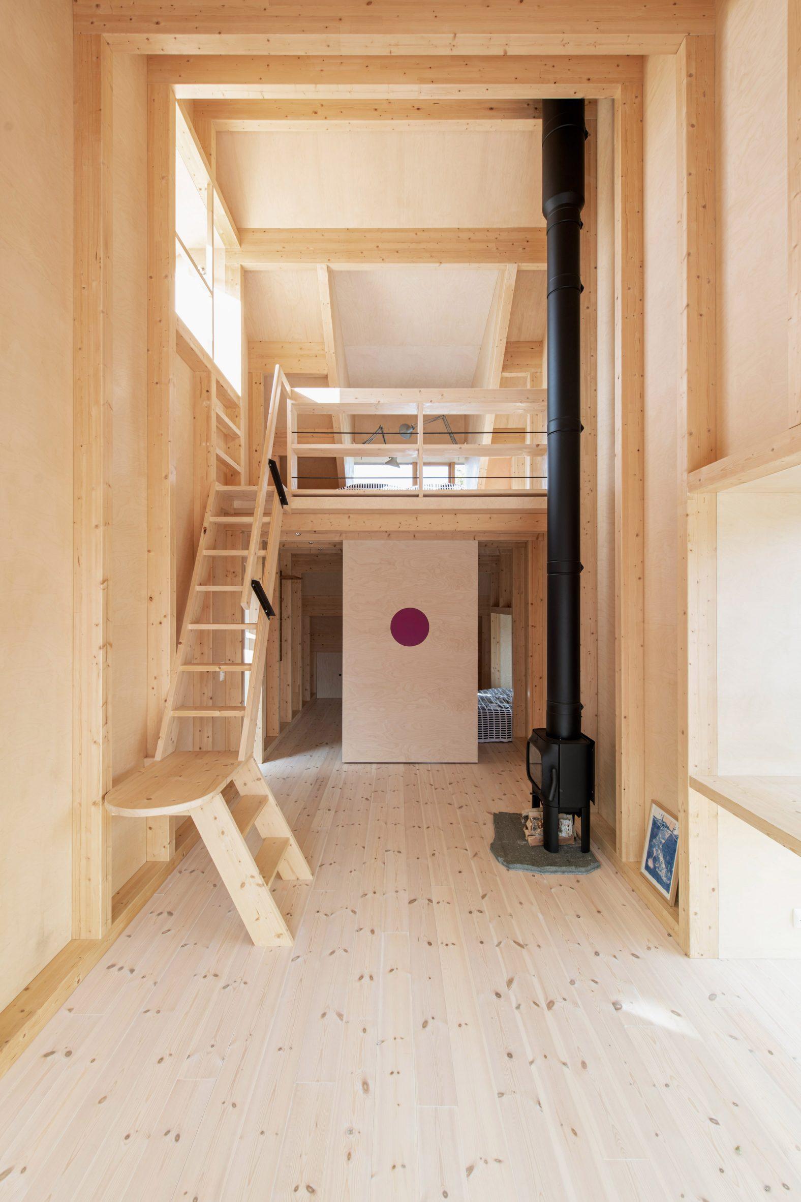 Gartnerfuglen Arkitekter built a wood mezzanine