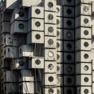 """Commenter says tearing down the Nakagin Capsule Tower """"is a tragedy"""""""