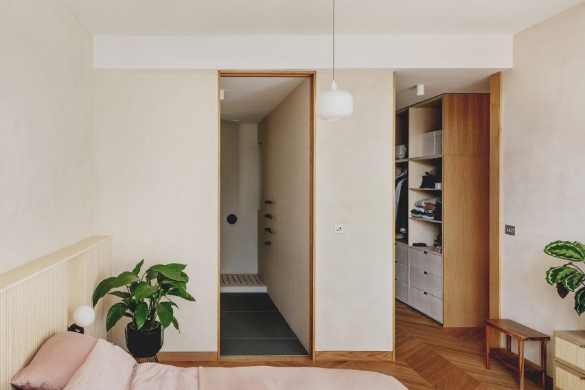Master bedroom with en-suite bathroom and walk-in closet in St John Street Warehouse Apartment by Emil Eve Architects