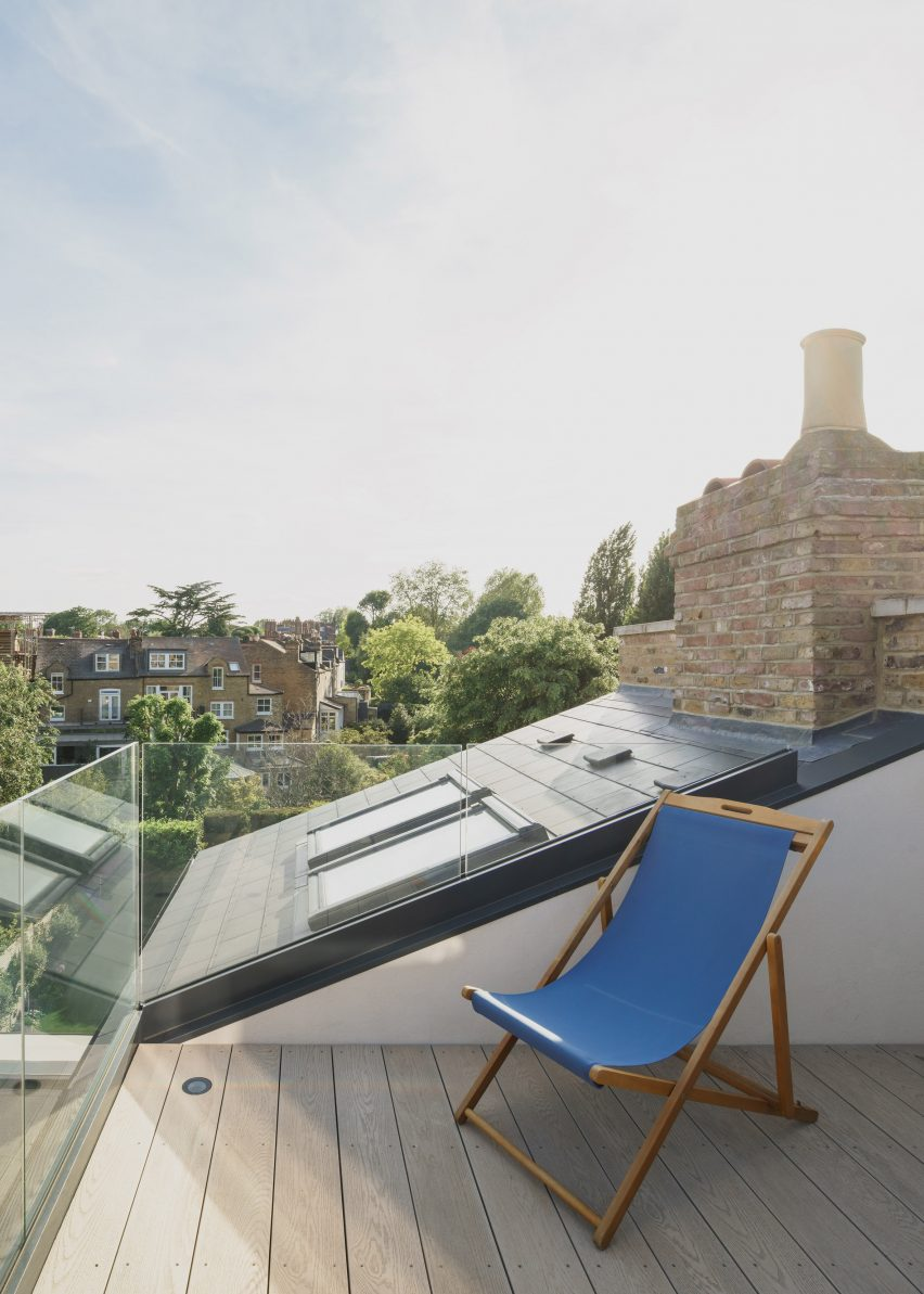 Roof terrace, T-House by Will Gamble Architects