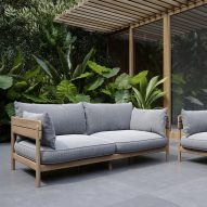 Tanso outdoor sofa by David Irwin for Case Furniture