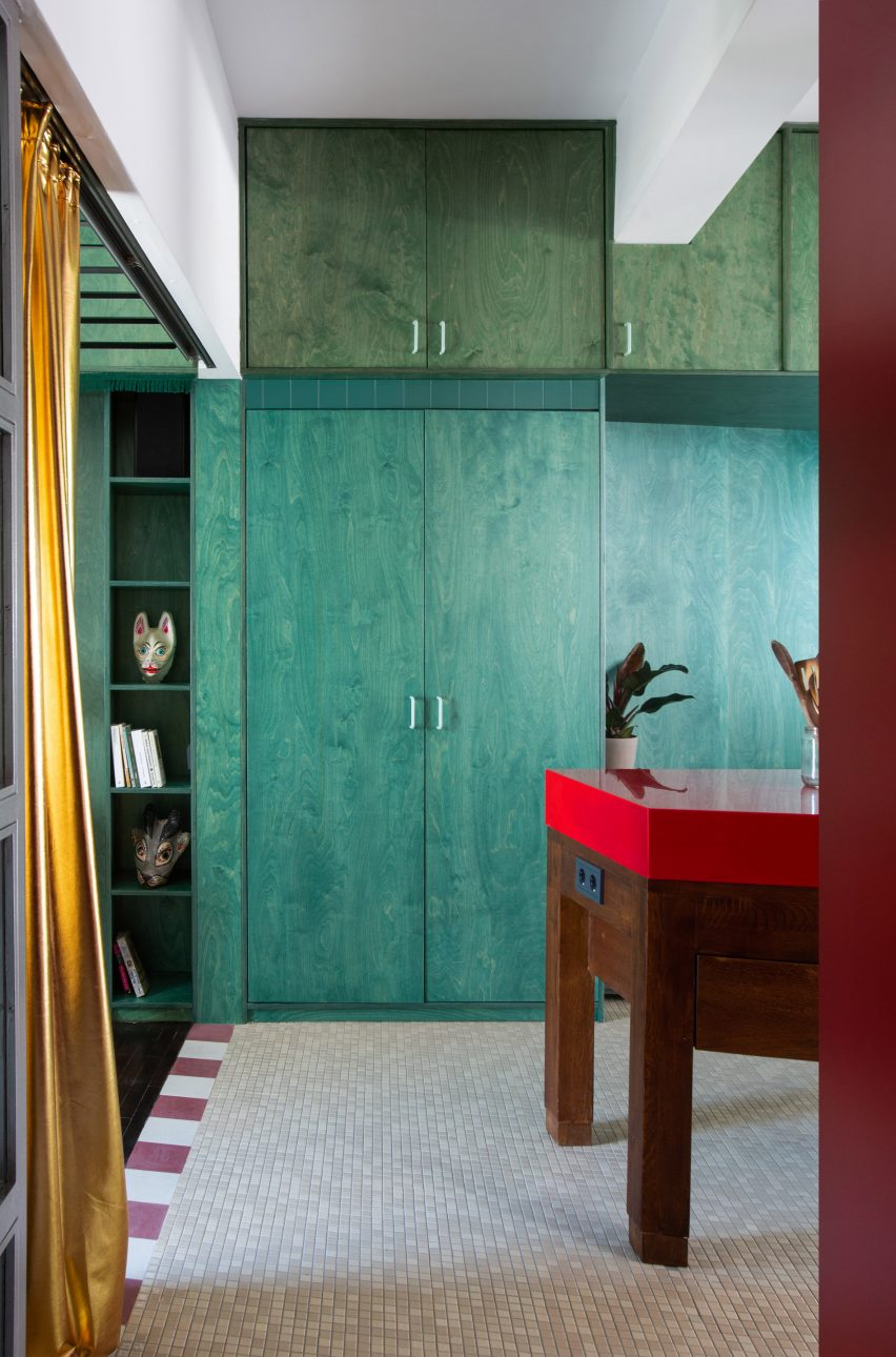 Green built-in storage inside Point Supreme Architects