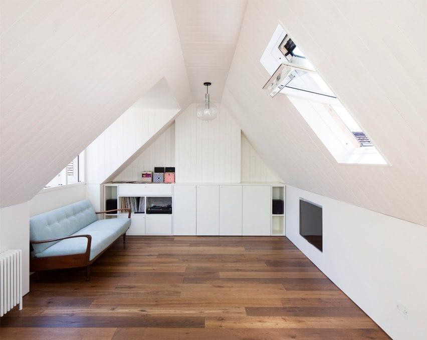 Um quarto de hóspedes em um sótão de Londres