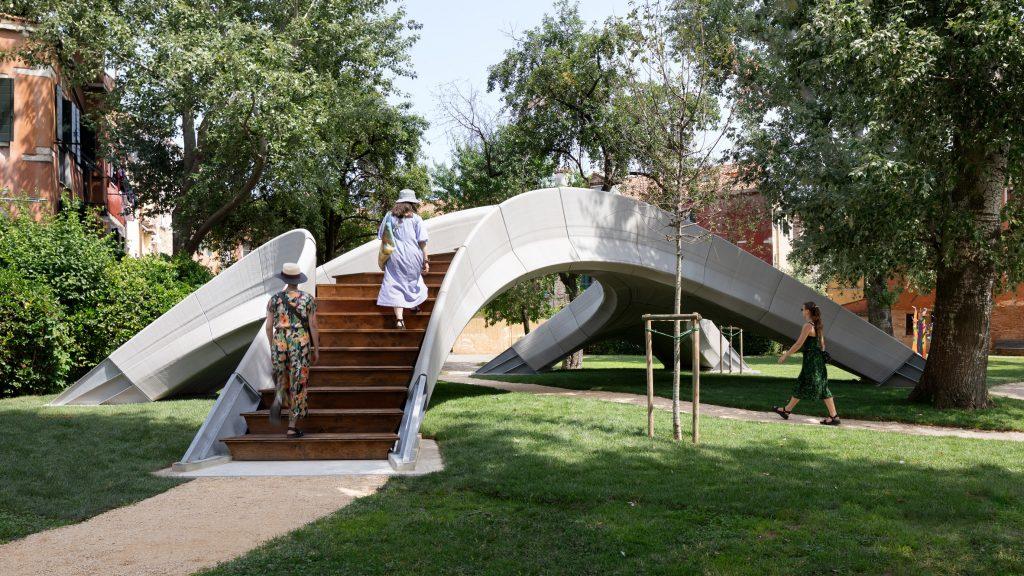 Zaha Hadid Architects creates unreinforced 3D-printed concrete bridge at Venice Architecture Biennale