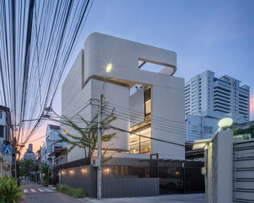 Sunset view of the exterior of 55 Sathorn house by Kuanchanok Pakavaleetorn Architects