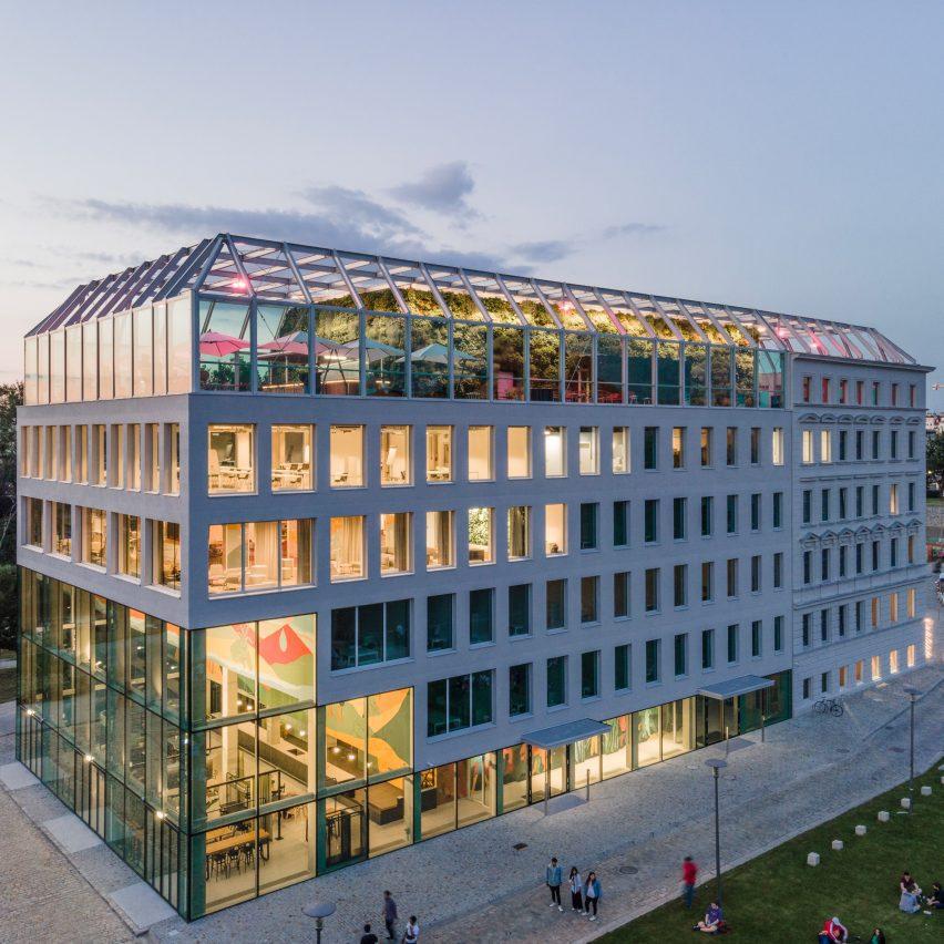 Фотография стеклянного здания
