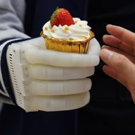 MIT researchers develop inflatable mind-controlled prosthetic hand
