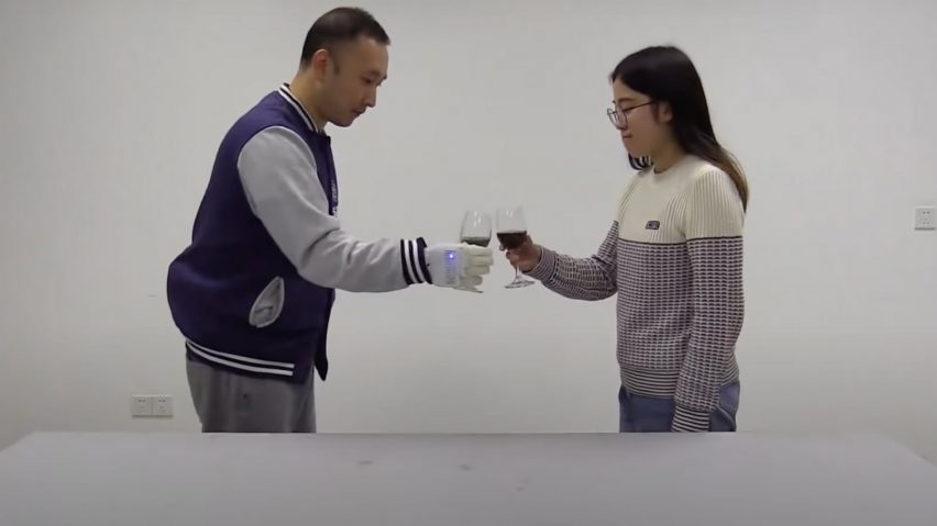 Inflatable neuroprosthetic hand by MIT engineers
