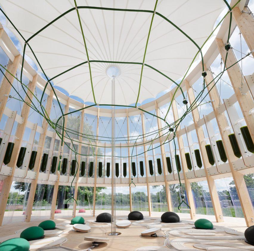 Интерьер AirBubble с кольцом из биореакторов водорослей