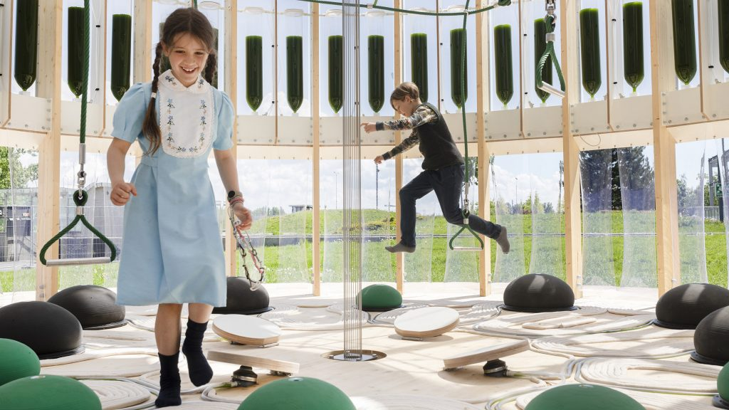Algae-filled AirBubble by EcoLogicStudio purifies the air as children play