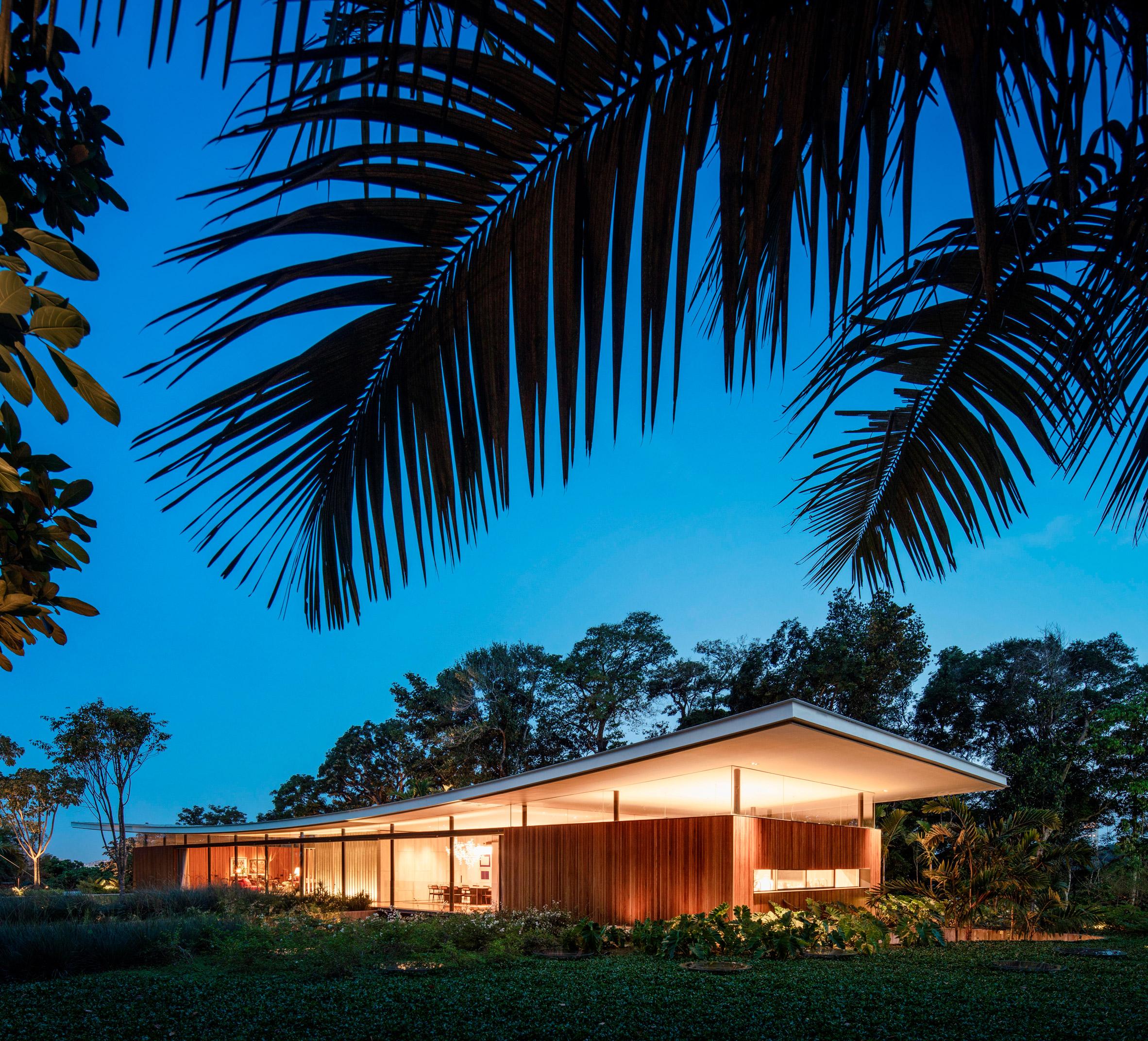 Asa House Bernardes Arquitetura dusk