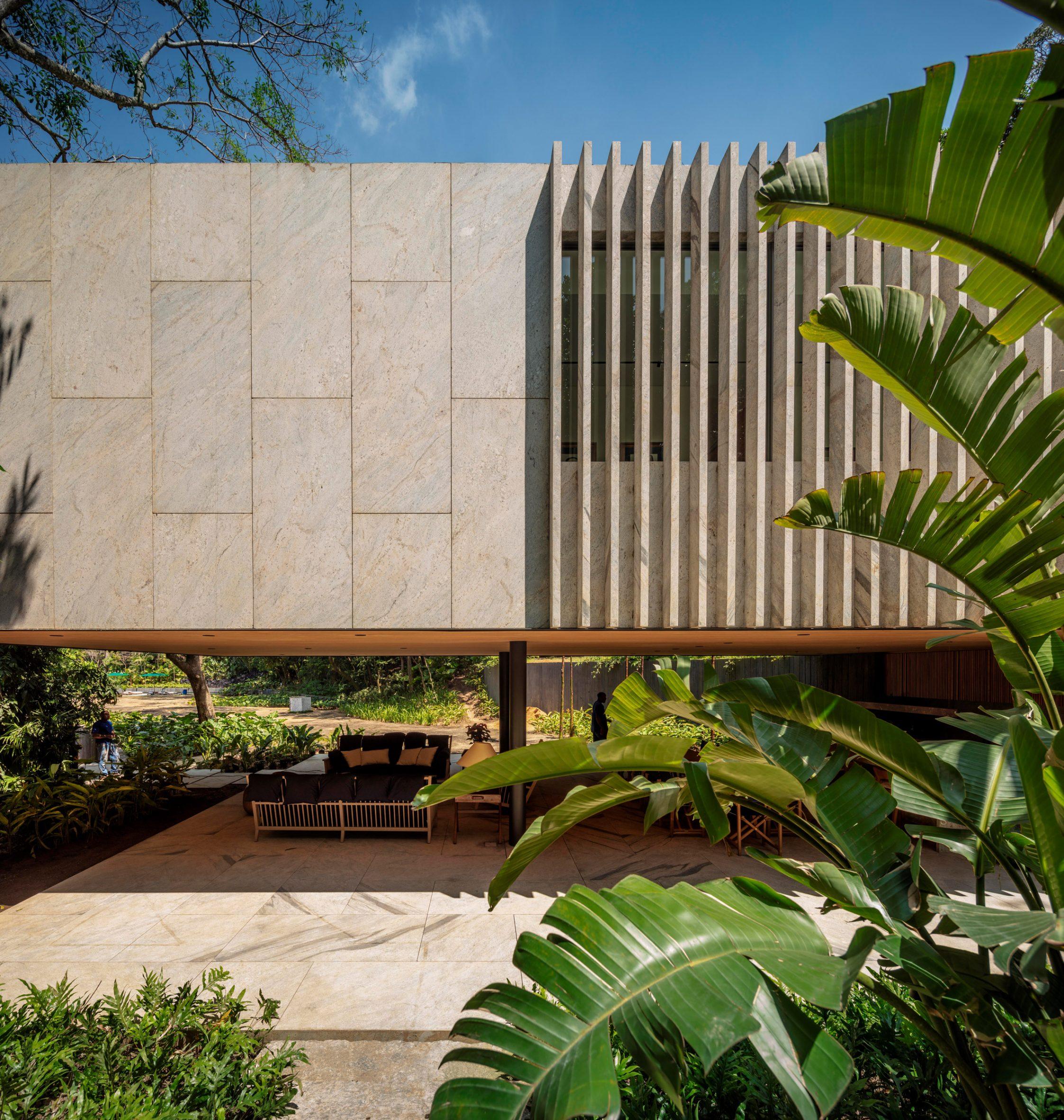 Granite Asa House by Bernardes Arquitetura