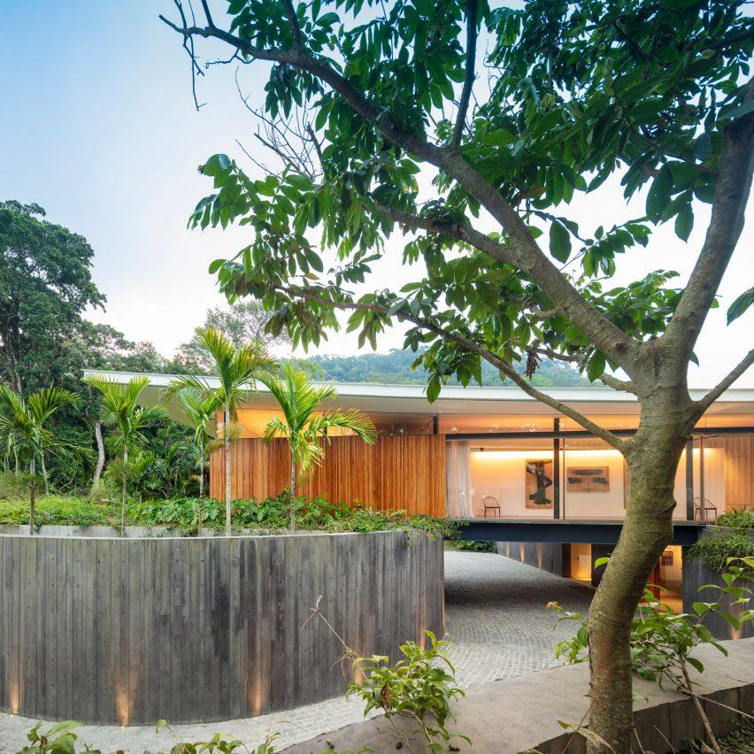 Asa House by Berardes Arquitetura