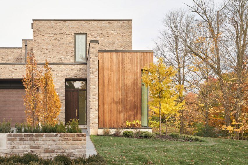 House entrance via garage