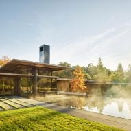 Low-lying pavilions form expansive California Meadow House by Olson Kundig