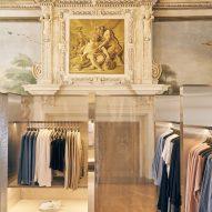 Mesh and mirror installation in COS Bolzano store