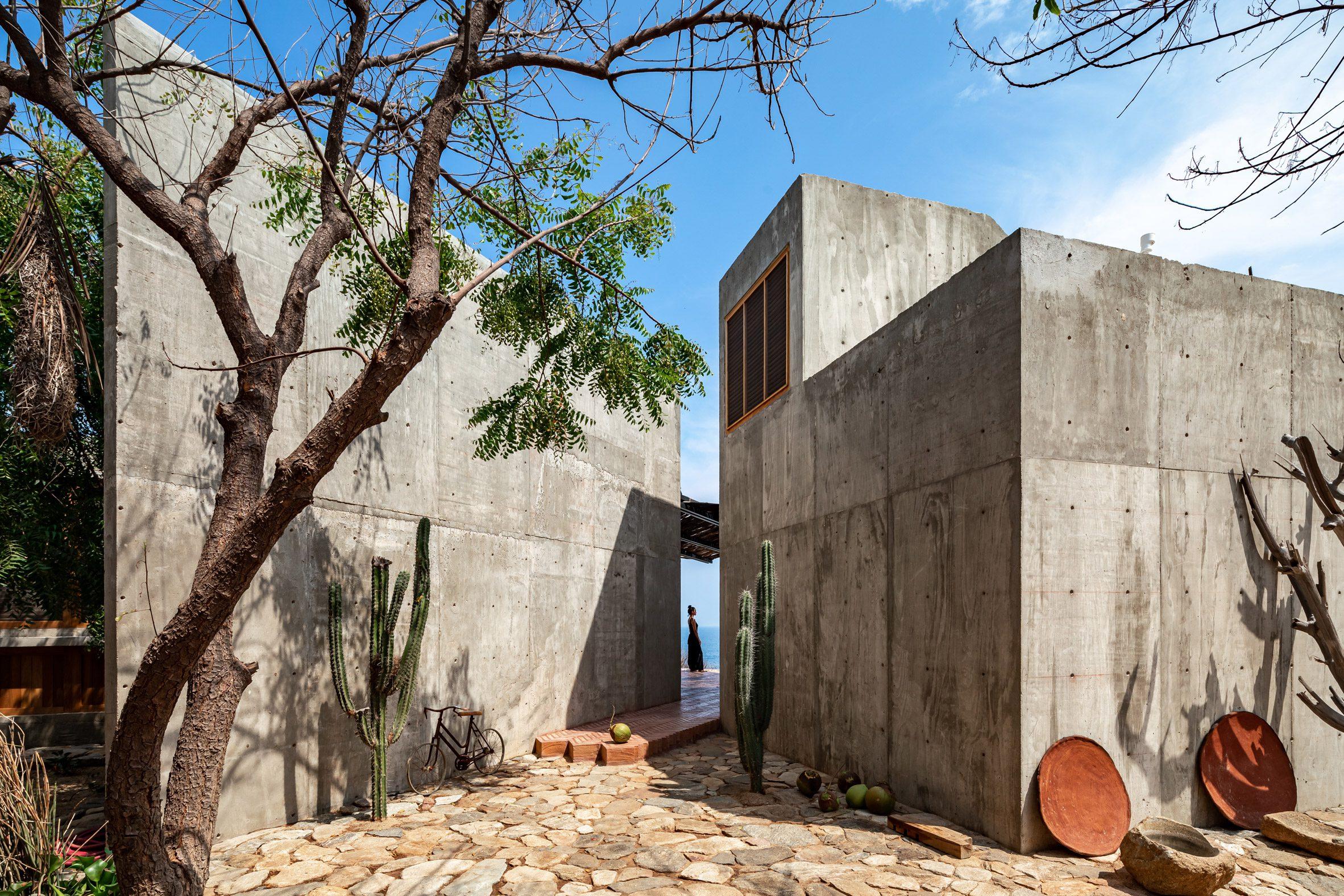 Casa del Sapo is a grey, concrete house
