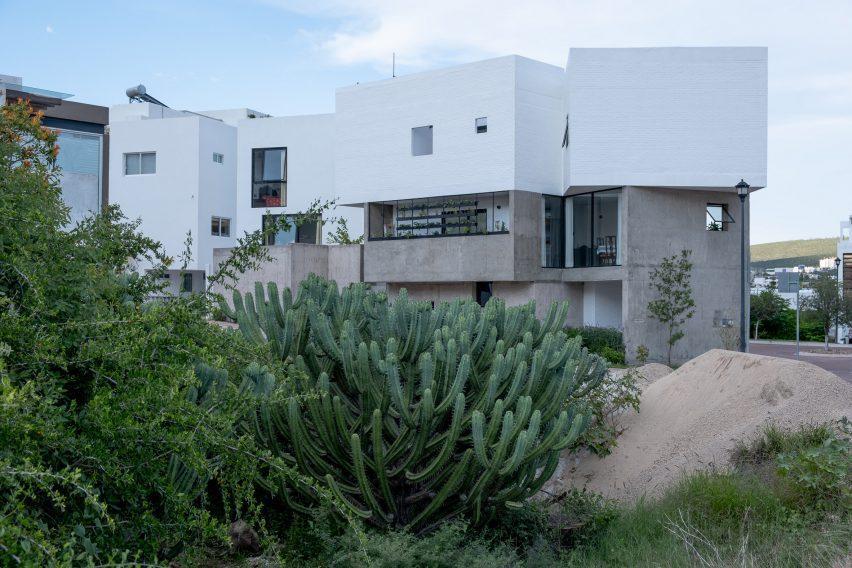 Gestalt Associates designed Frame House
