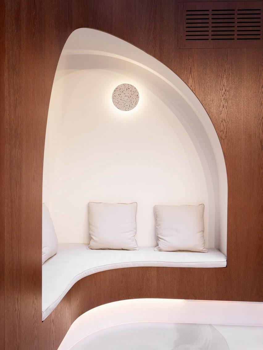 An alcove with white cushions in Paris Dental Studios