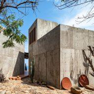 Espacio 18's La Casa del Sapo opens out onto a beach in Mexico