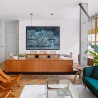 Louveira Apartment by Ana Sawaia