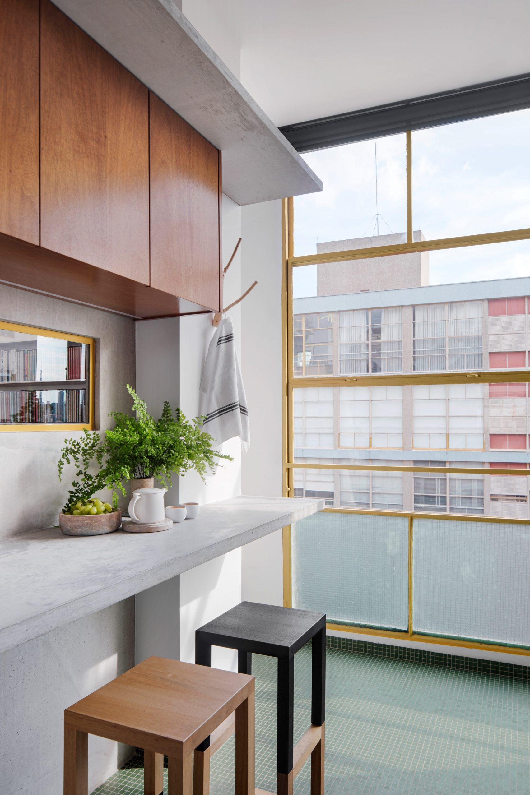 Kitchen in Louveira Apartment by Ana Sawaia