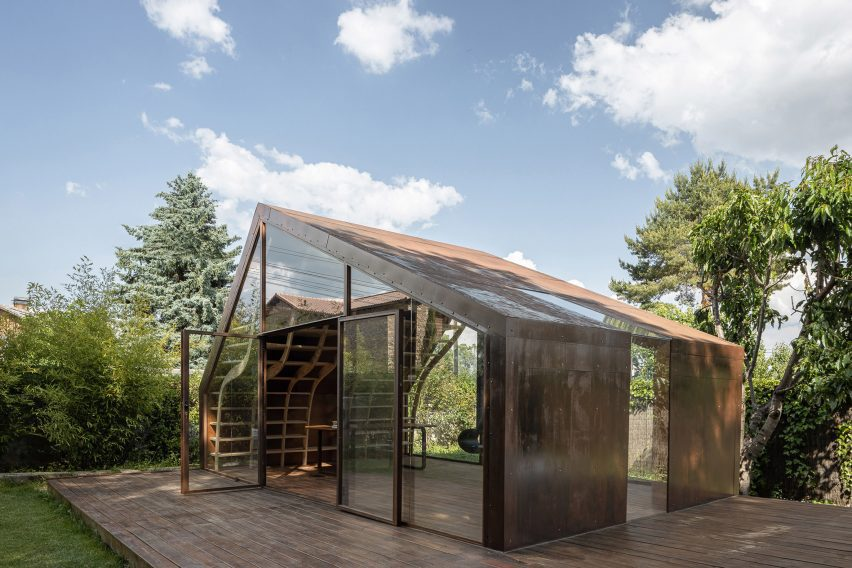 Gabled steel cabin with glazed walls by MuDD Architects