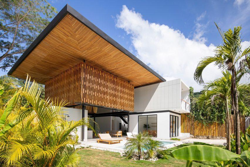 Casa Naia I en Costa Rica con techo de mamparas de madera